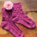 Selbstgestrickte Trachtensocken aus meliertem Garn in Pink